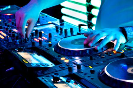 Daha Eğlenceli Daha Renkli Nasıl Mı? Müziğe İhtiyaç Duyduğunuz Her An Bir Dj Kiralayın Ayrıntılı Bilgi Edinmek İçin;  Bilgi Talep Formu Bırakın veya  0506 496 83 72 Arayın